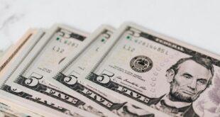 الدولار يحقق مكاسب للأسبوع الثاني قبل اجتماع الفدرالي الأميركي